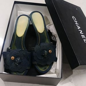 Chanel denim flower mules (Size 36.5)